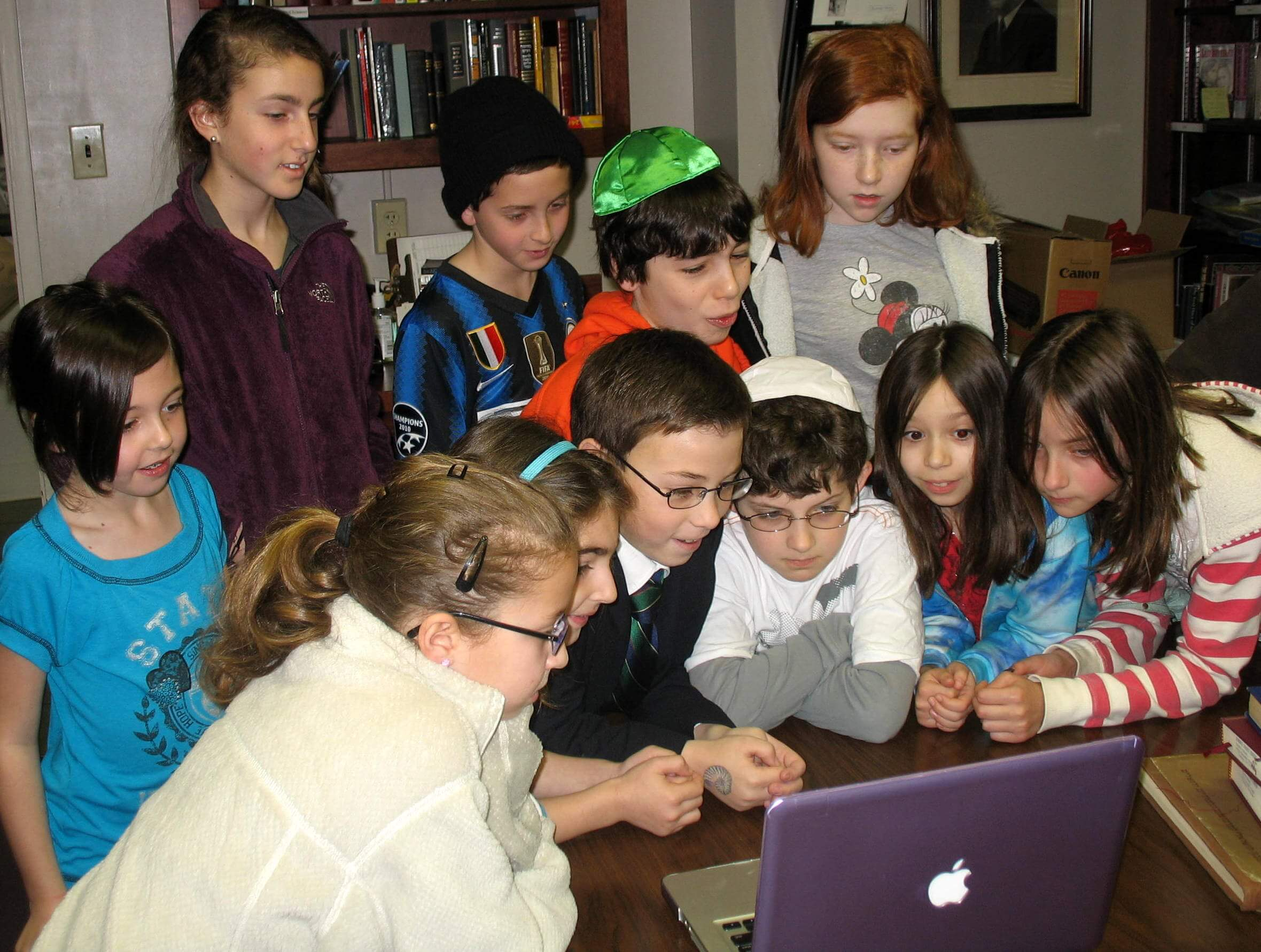 web-kids-skyping
